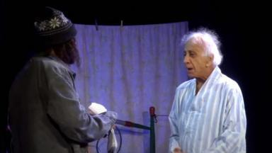 Flávio Migliaccio em cena no teatro