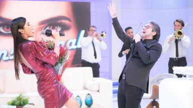 Daniela Albuquerque e João Kléber cantando