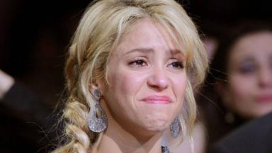 Shakira chorando