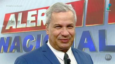 O apresentador Sikêra Jr no comando do Alerta Nacional