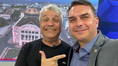 O apresentador Sikêra Jr e o senador Flávio Bolsonaro