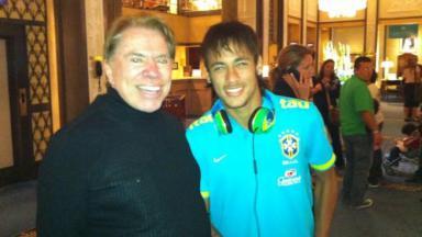 Silvio Santos sorrindo em encontro com Neymar