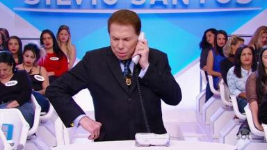 Silvio Santos no telefone