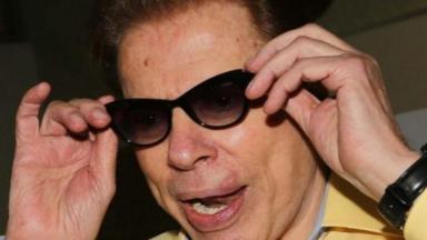 Silvio Santos de óculos escuros