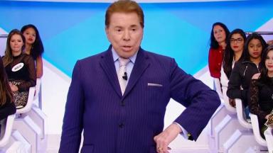 Silvio Santos no palco do seu programa no SBT