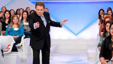 Silvio Santos apontando o dedo