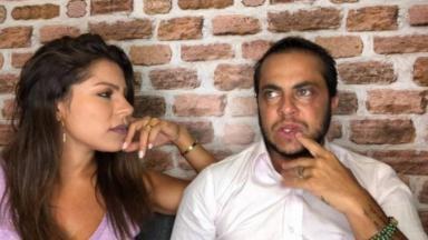 Thammy Miranda ao lado da namorada Andressa Ferreira em seu canal no YouTube