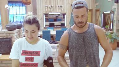 Thayse Teixeira e Rodrigo Phavanello durante o reality show A Fazenda 2019