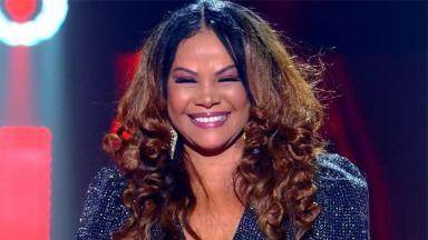 Abadia Pires, mãe de Alexandre Pires no palco do The Voice