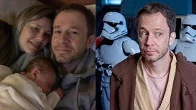 Tiago Leifert com sua família e o boneco de Star Wars