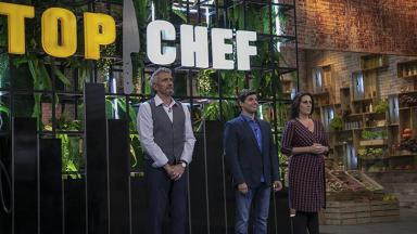 """Jurados do """"Top Chef Brasil"""", programa da Record, em pé"""