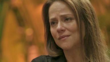 A atriz Vivianne Pasmanter triste em cena de Totalmente Demais