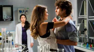 Saiba com quem Fabinho fica no final da novela Totalmente Demais, em reprise na Globo