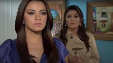 Cena de Triunfo do Amor com Maria de costas para Vitória, que olha a filha