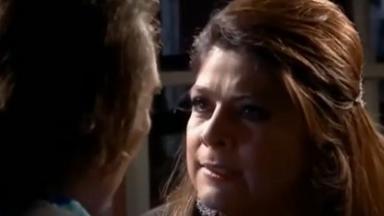 Cena de Triunfo do Amor com Vitória olhando brava para Rodolfo, que está de costas para a câmera