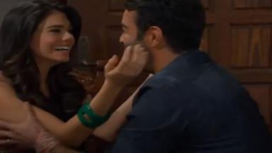 Fernanda e Cruz comemoram adoção em cena de Triunfo do Amor