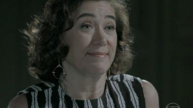 Maria Marta com expressão de deboche para Cristina