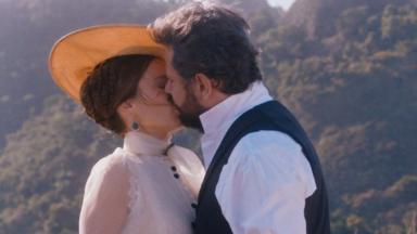 Dom Pedro e Luísa se beijando