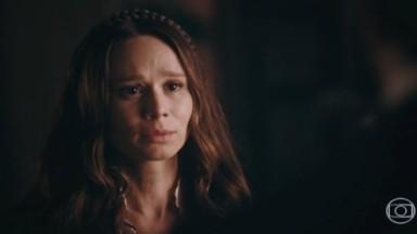 Luísa triste com perda do bebê
