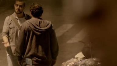 Vicente de frente para Ismael, e Fernando escondido