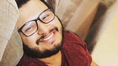 Victor hugo sorrindo