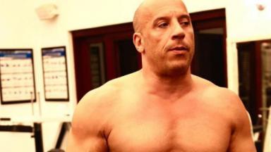 Vin Diesel sem camisa