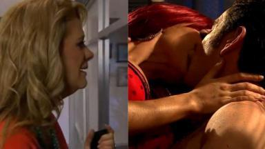 Vitória observa pelo fresta da porta Nelson e Kendra se beijando