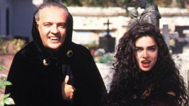 Vlad e Natasha em cemitério