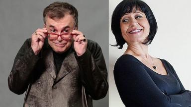 Walcyr Carrasco com a mão no óculos e Thelma Guedes olando para o lado