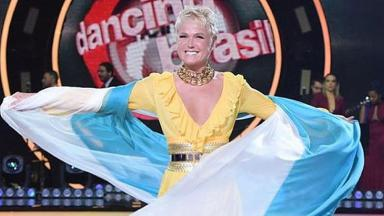 Xuxa Meneghel com a bandeira da Argentina