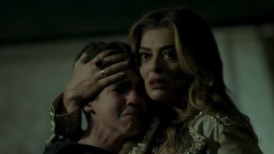 Bibi abraça Yuri que cai no choro