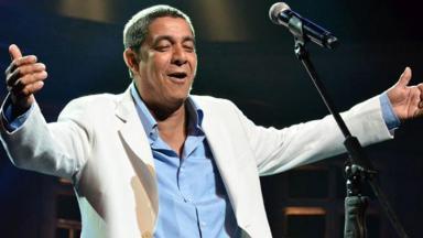 Zeca Pagodinho cantando