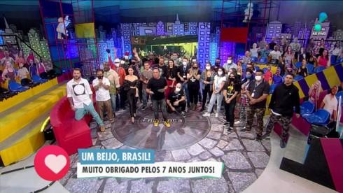 Equipe do Encrenca reunida no palco em despedida