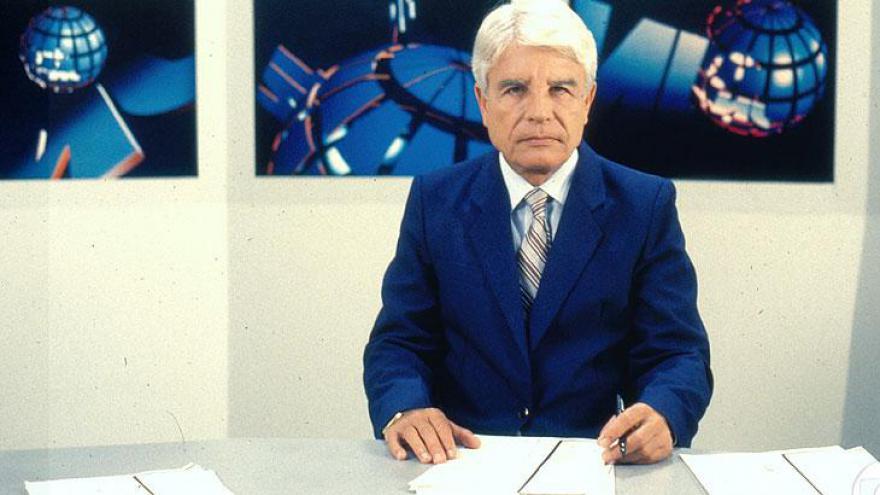 Cid Moreira no cenário de 1983
