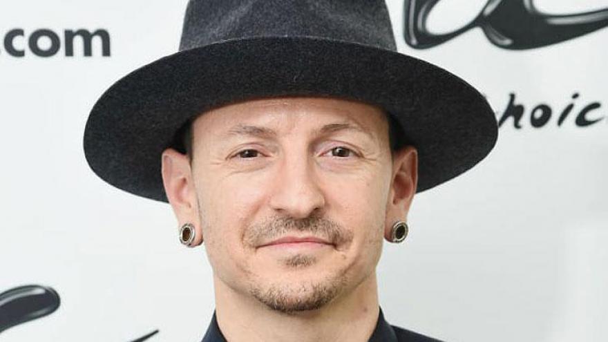 O vocalista já comparou Linkin Park a uma boy band, porque se consideravam um monte de