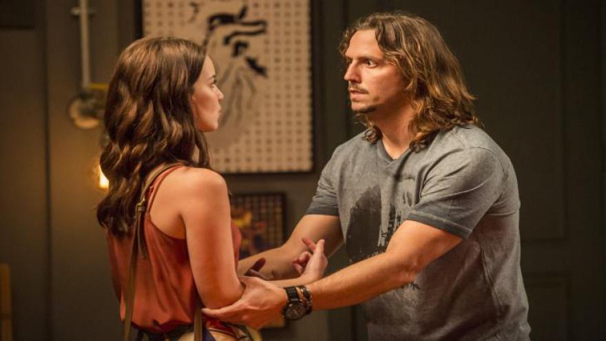 Diana revela para Júlia que dormiu com Gui e ela fica furiosa.