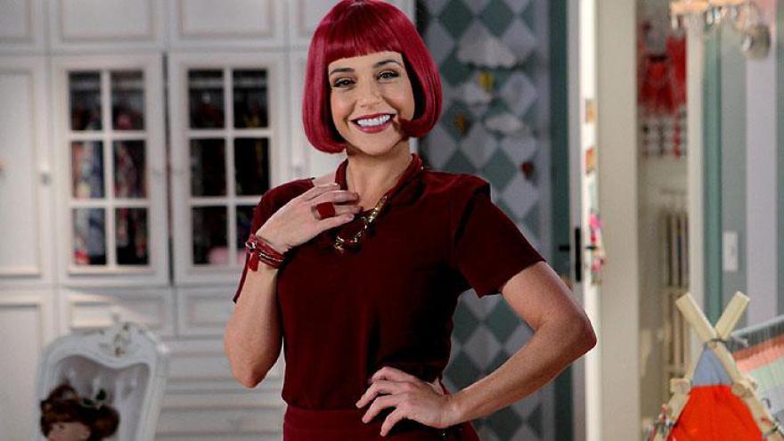Priscila Sol interpreta a famosa Tia Perucas, no remake Carinha de Anjo, do SBT