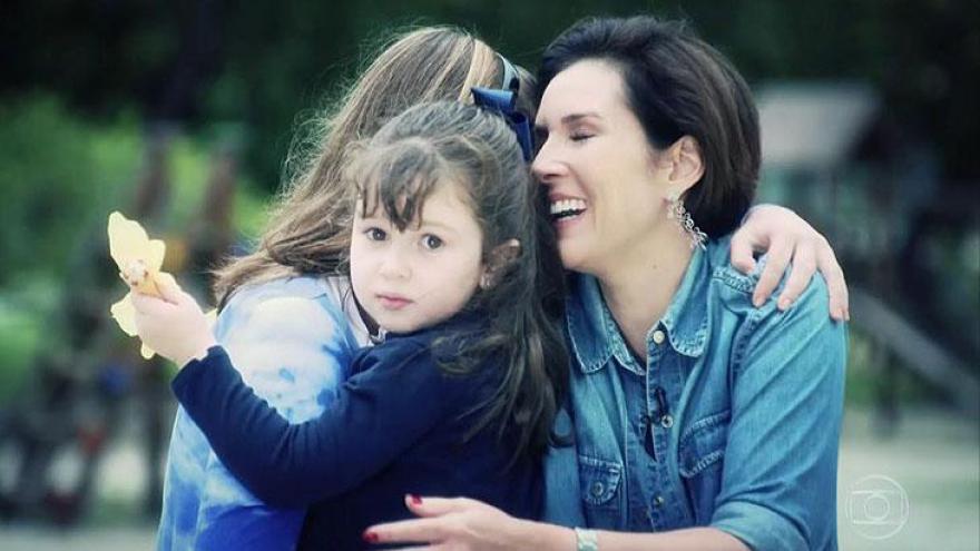 Jornalista sofreu três abortos espontâneos. Renata Capucci é mãe de Lily e Diana.