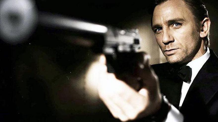 Daniel Wroughton Craig é um ator inglês de cinema e televisão, mais famoso por interpretar o agente secreto James Bond a partir de 2006.