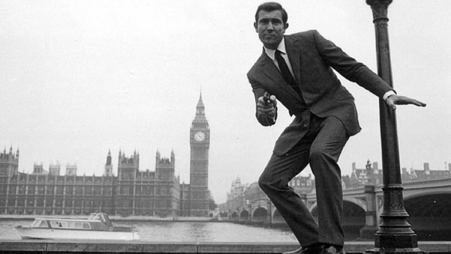 George Robert Lazenby é um ator australiano, famoso por atuar como o agente James Bond nos cinemas apenas em On Her Majesty's Secret Service.