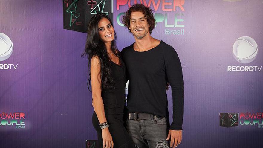 Lorena Bueri (modelo e ex-Fazenda) e Diego Cristo
