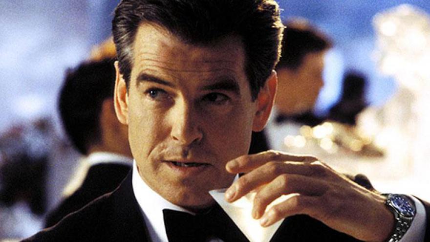 Pierce Brendan Brosnan, é um ator e produtor irlandês, famoso por interpretar no cinema o papel de James Bond em quatro filmes da série do agente 007 criado por Ian Fleming.