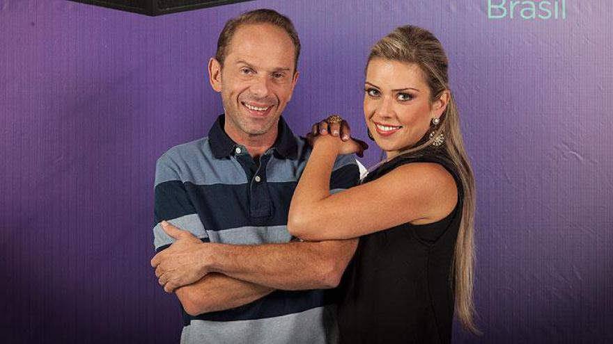 Rafael Ilha (cantor e produtor) e Aline Kezh