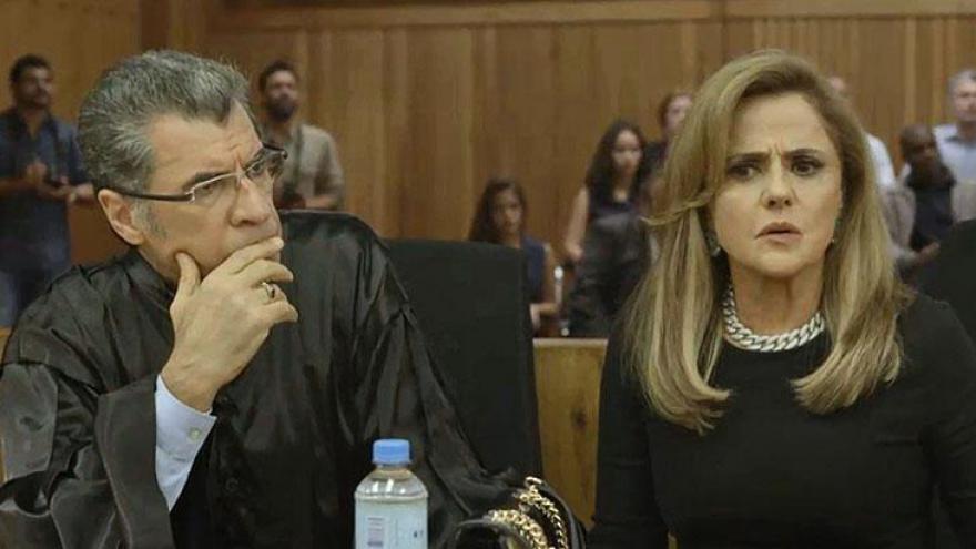Sophia fica chocada no julgamento; vilã encurralada