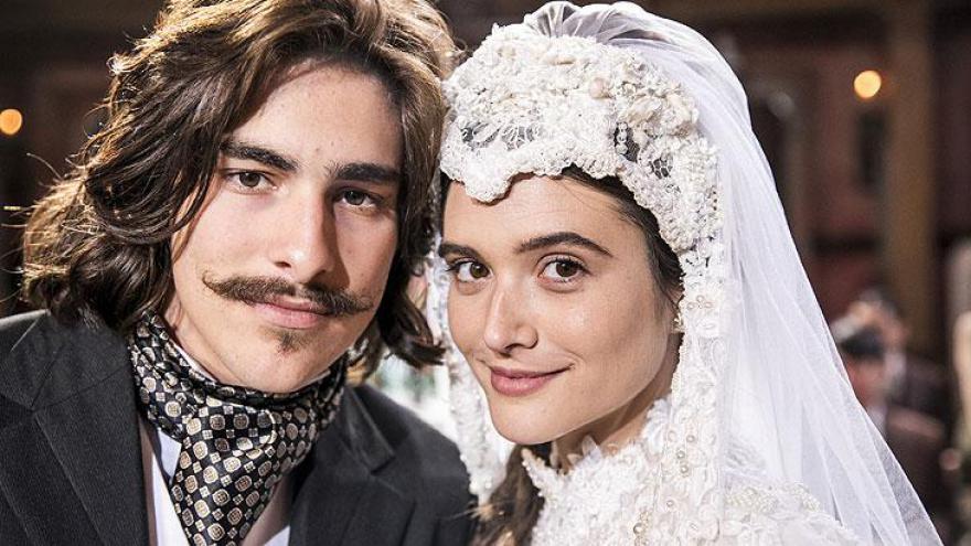 Bento ( Bruno Montaleone ) e Marocas ( Juliana Paiva )