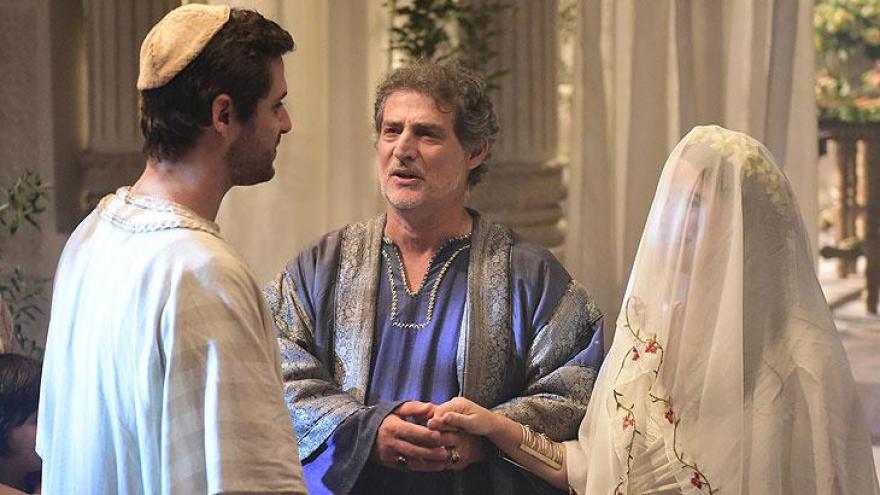Deborah se emociona em casamento