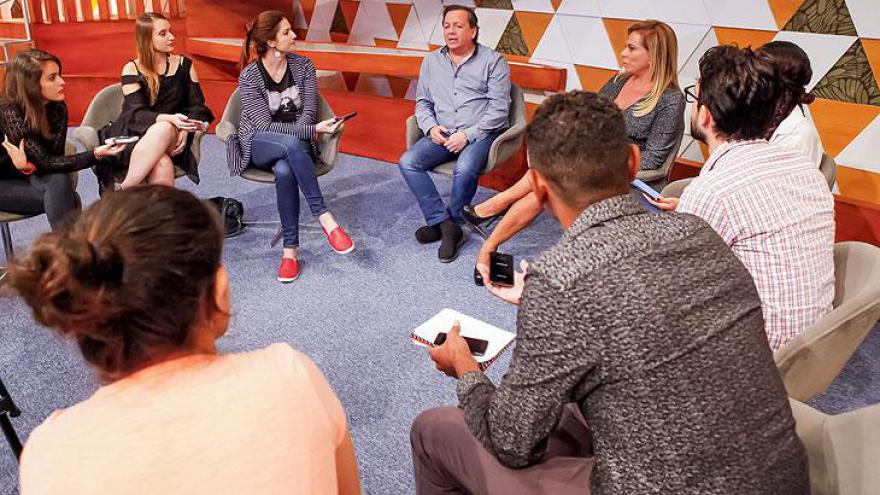 Casos de Família completa 10 anos no SBT com Christina Rocha na apresentação