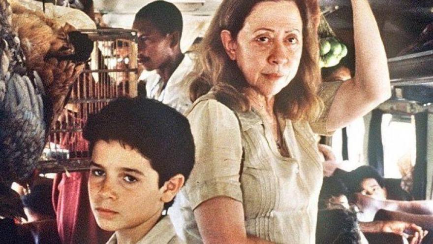 Dos filmes brasileiros abaixo, qual não concorreu ao Oscar de Melhor Filme Estrangeiro?