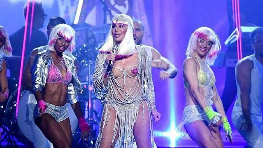 Cher cantou Believe e outros clássicos.