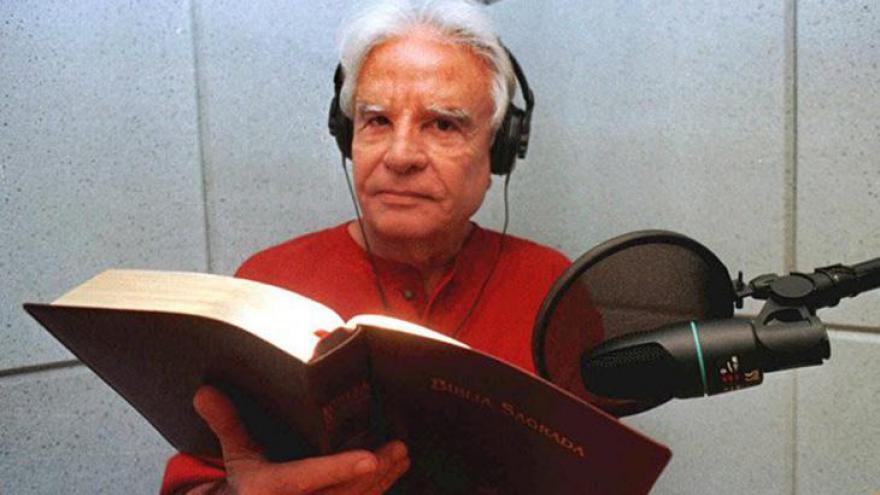 Dono de uma voz inconfundível, Cid Moreira completa 90 anos